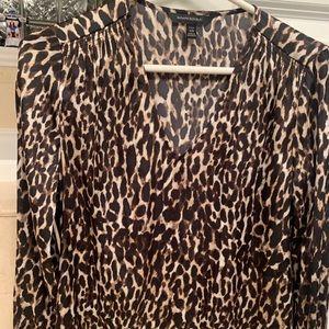 Banana Republic Leopard XS v-neck silk blouses